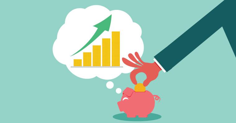 Saving money investing piggy bank