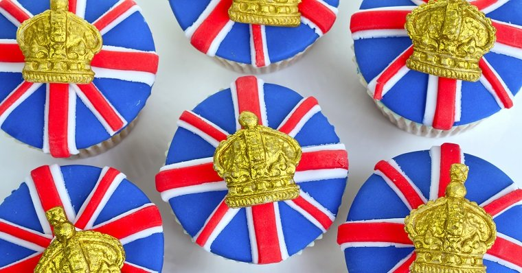 UK flag and crown cupcakes